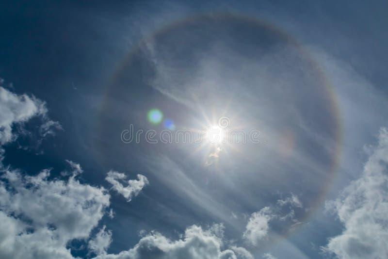 Fenômenos do halo no céu imagens de stock
