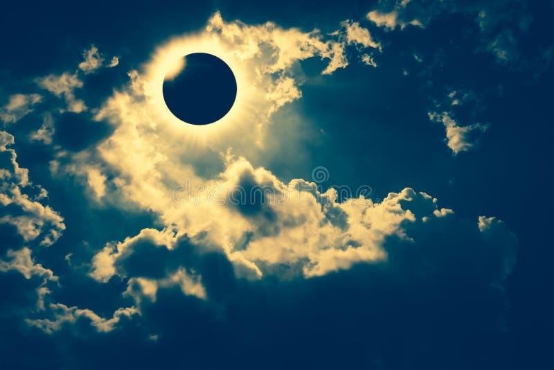 Fenômeno natural científico Eclipse solar total com diamante imagens de stock royalty free