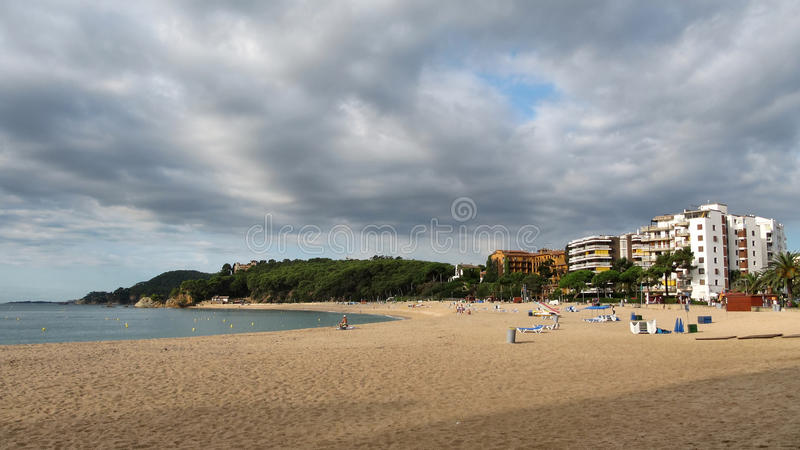 Fenals海滩在略雷特德马尔在西班牙 库存照片