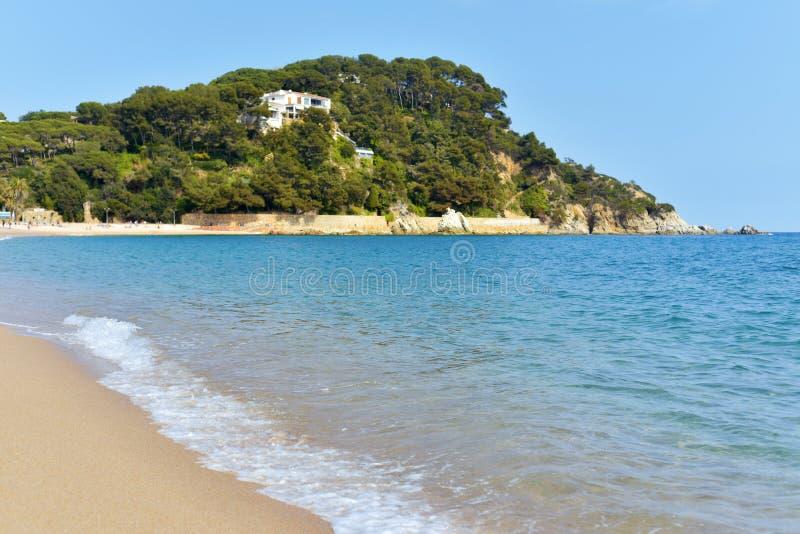Fenals海滩在略雷特德马尔,西班牙 免版税库存图片