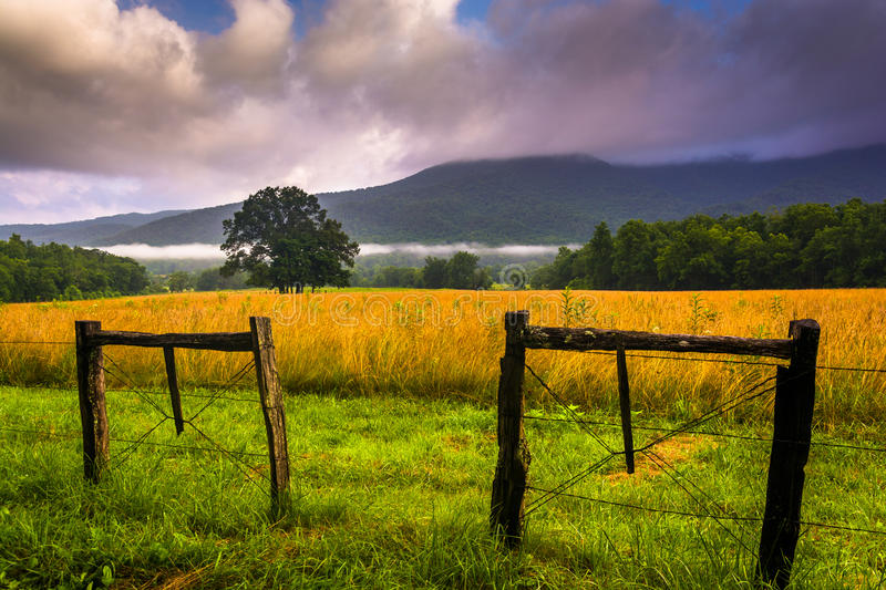 Fence and low clouds over mountains, at Cade's Cove, Great Smoky stock photography