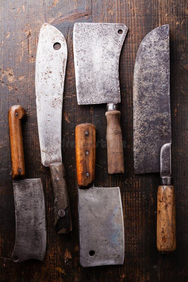 Fendoirs de viande de boucherie sur le fond en bois images libres de droits