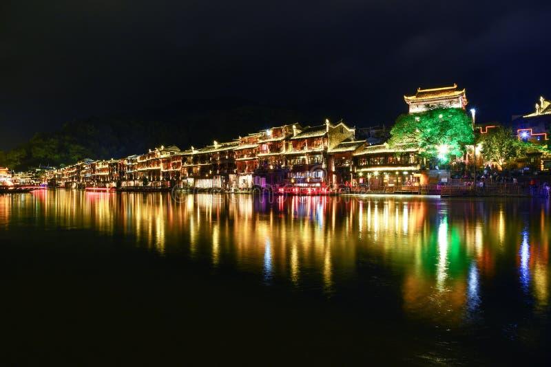 Fenghuang alte Stadt nachts stockbild