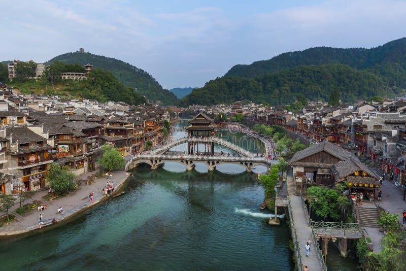Fenghuang, China - Mei 29, 2018: Oude stad Fenghuang bij sunse stock foto