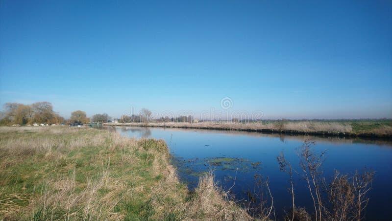 Fenland rzeka w ciepłym, zimy słońce obrazy royalty free
