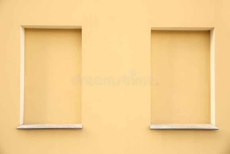 Fensteröffnungen ohne Fenster lizenzfreie stockfotos