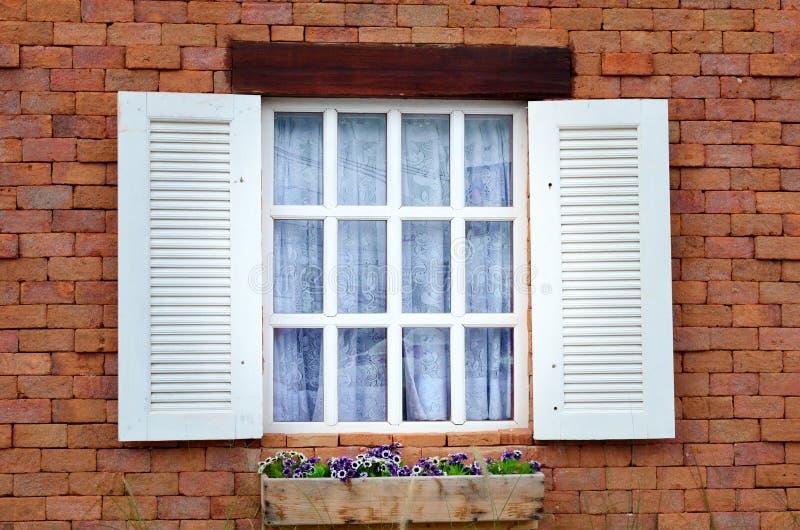 Fenster-Öffnung stockfotos