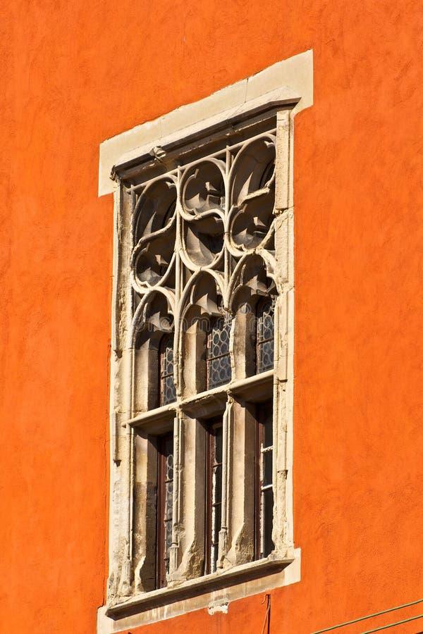 Download Fenster stockfoto. Bild von weiß, städtisch, geschichte - 27734504