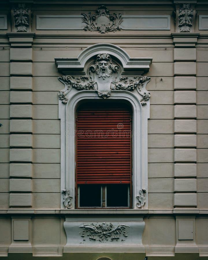 Am Fenster lizenzfreie stockfotos