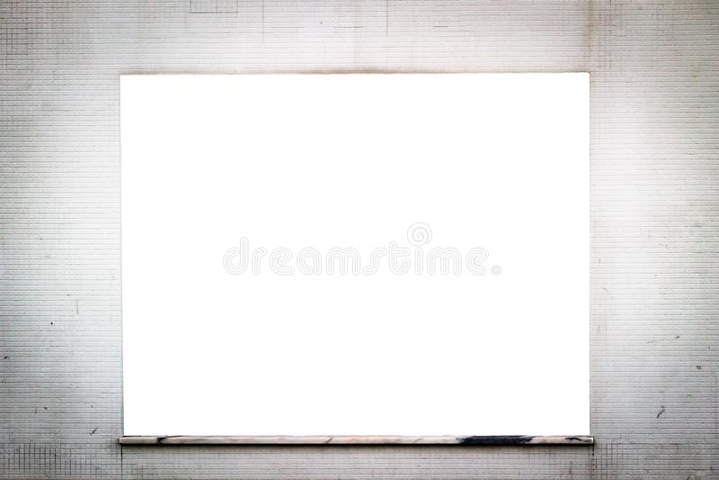 Fenster-Anzeigen-Modell auf Rusty Tiled Wall lizenzfreie stockfotos