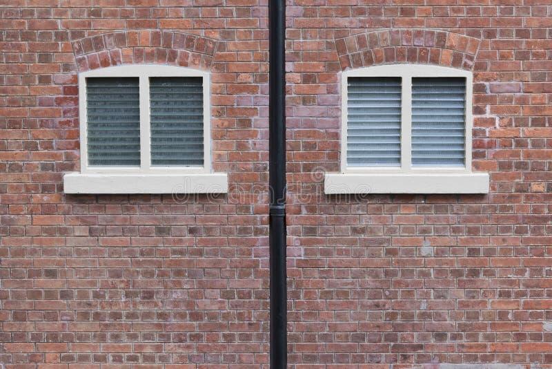 Fenster auf Backsteinmauer lizenzfreies stockbild