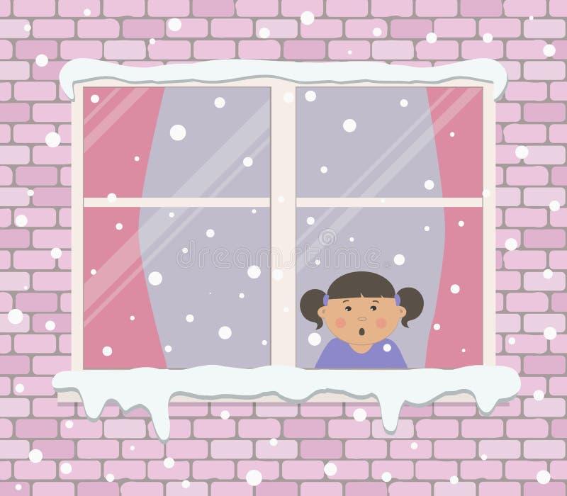 Fenster auf einer Backsteinmauer an einem schneebedeckten Tag Ein kleines Mädchen im Raum ist überrascht und betrachtet den Schne lizenzfreie abbildung