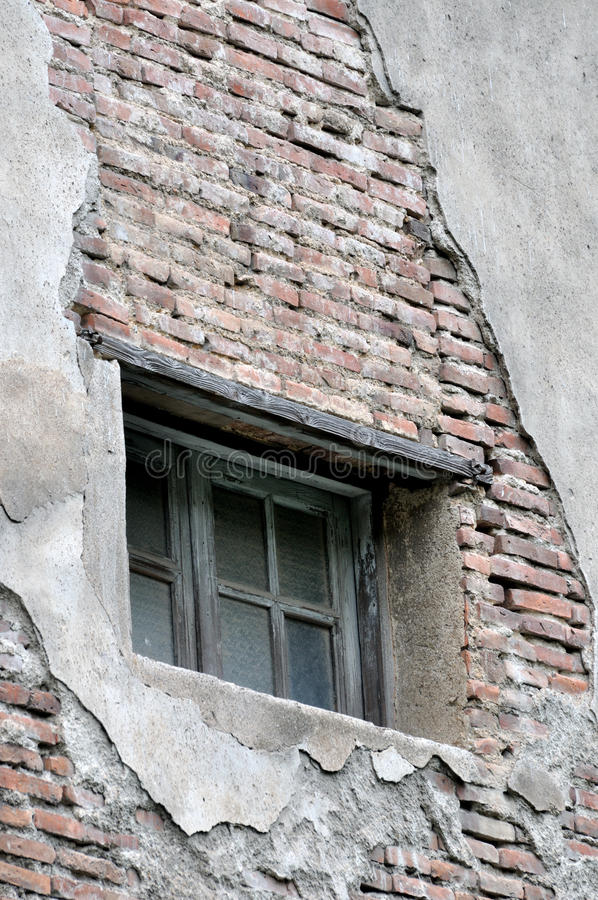 Fenster Auf Ruinierter Wand Stockbild