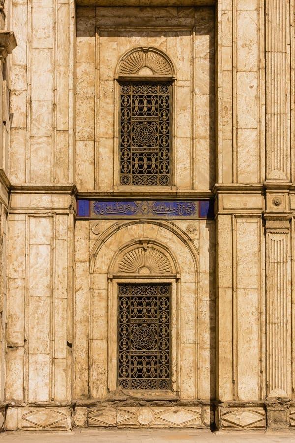Fenster bei Mohamed Ali Mosque, Saladin Citadel von Kairo, Egyp lizenzfreie stockbilder