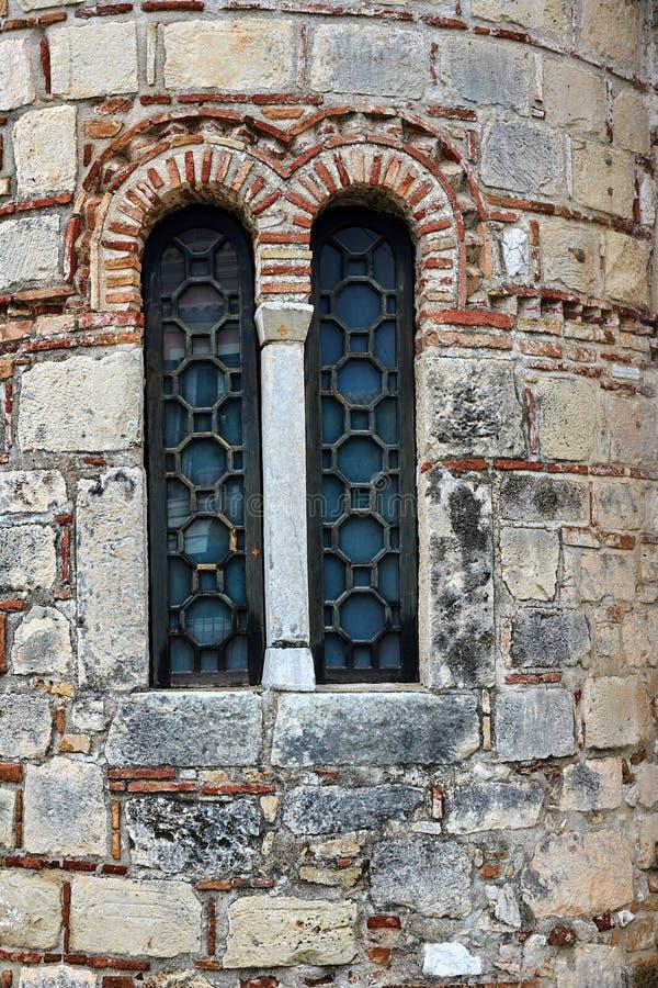 Fenster in der alten byzantinischen Kirche in Korfu-Stadt stockbild
