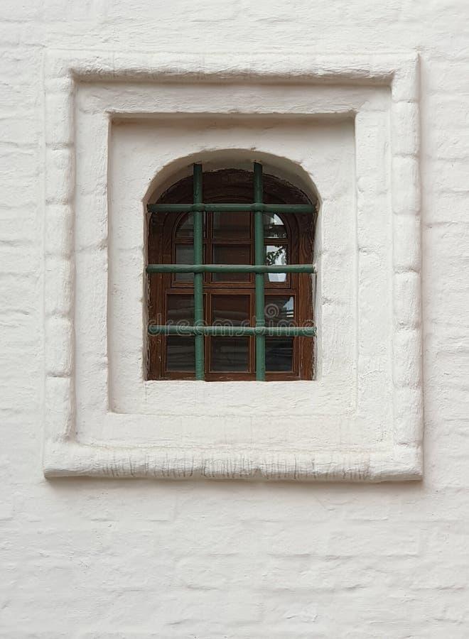 Fenster der orthodoxen Kirche stockfotografie