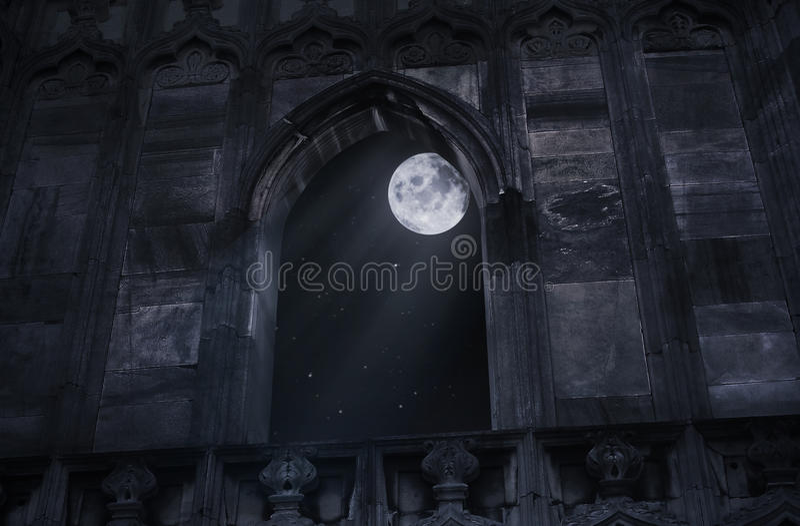 Fenster des alten Schlosses stockfoto