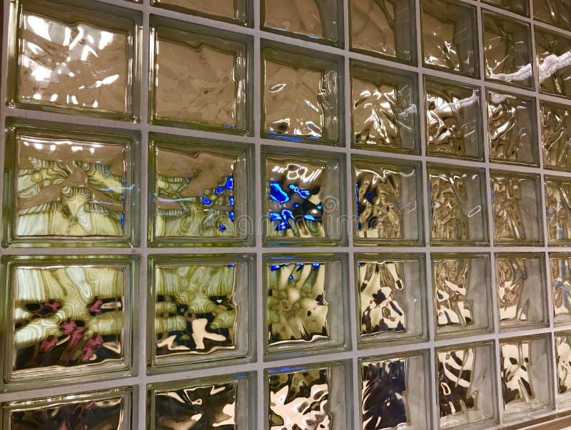 Fenster des Warteraumes stockfotos