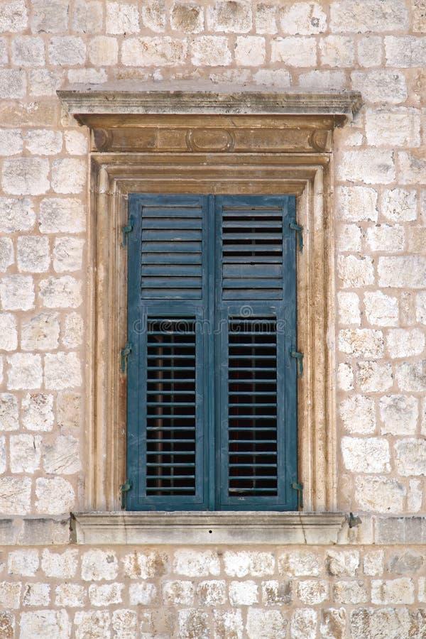 Fenster in Dubrovnik stockfoto