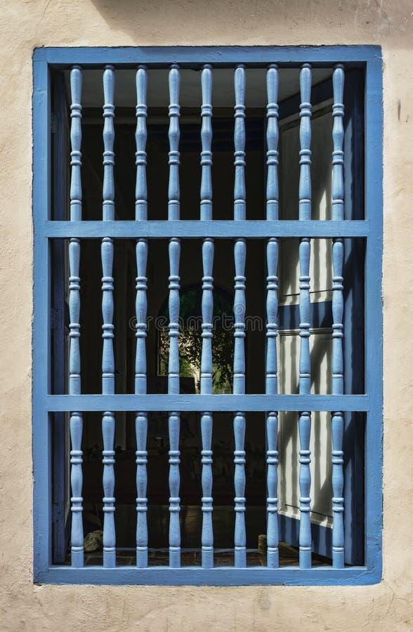 Fenster in einem Haus in Havana, Kuba lizenzfreie stockfotos