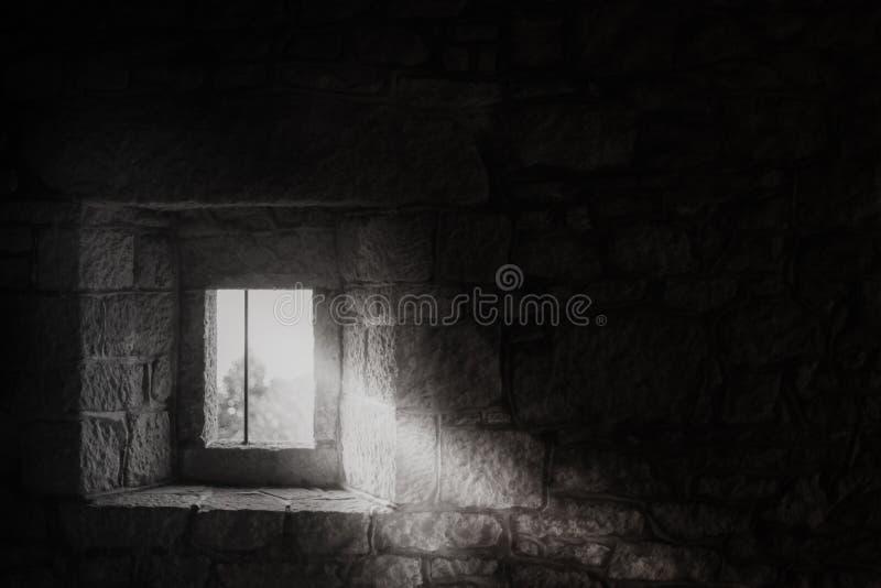 Fenster in einem mittelalterlichen Schloss stockfotografie
