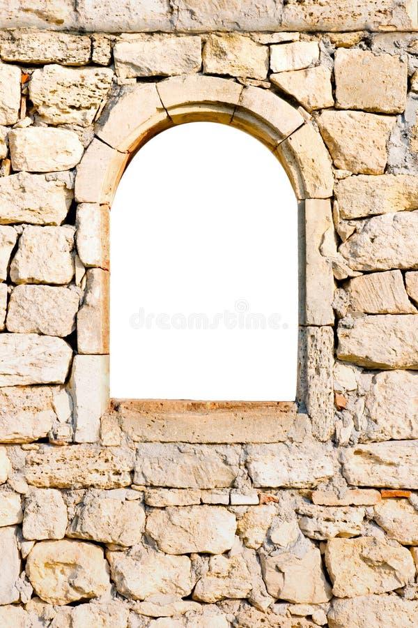 Fenster in einer Steinwand stockfoto