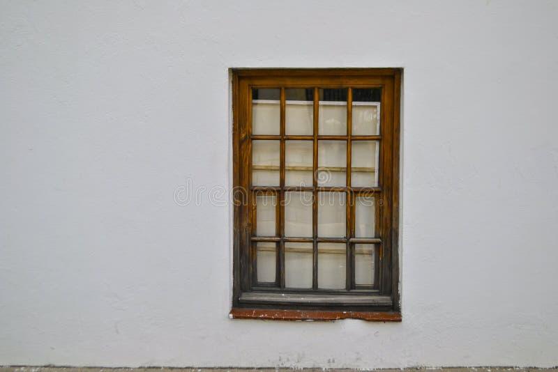 Fenster in einer Wand lizenzfreies stockfoto