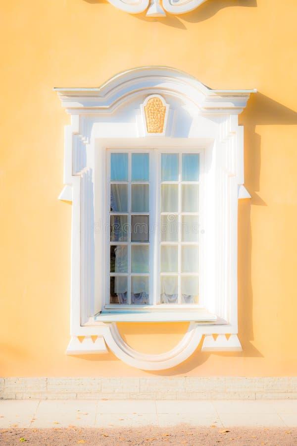 Fenster eines alten Geb?udes stockbild