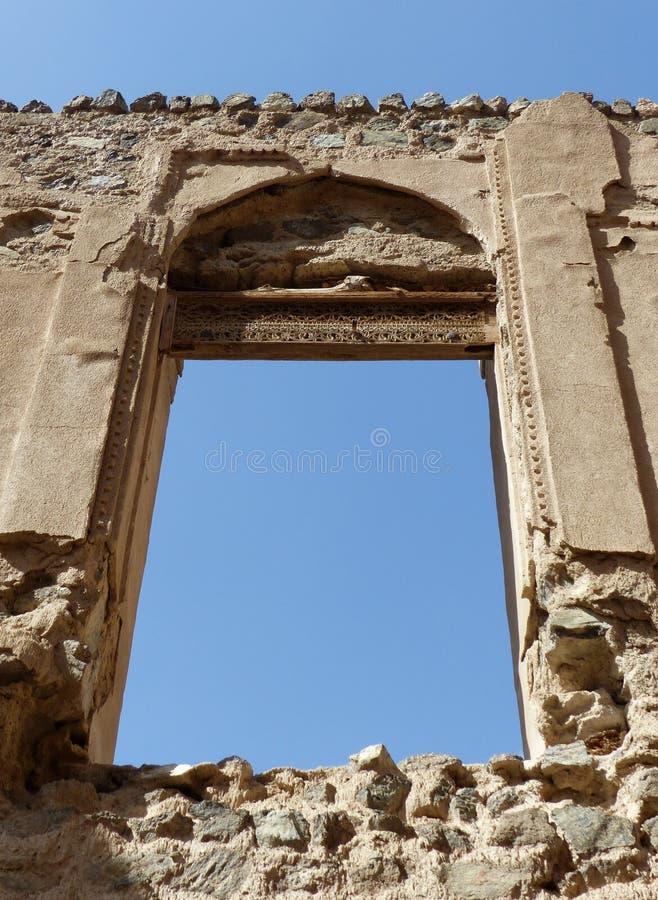 Fenster eines ruinierten Hauses in Al Minzafah, Oman stockfoto