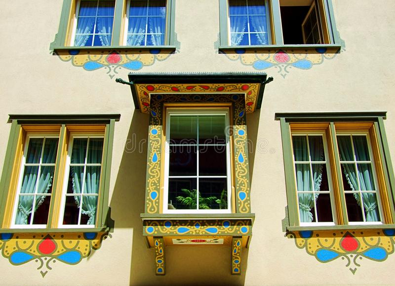 Fenster, Gebäude, Architektur, Haus, Wand, Fenster, alt, Fassade, Haus, Äußeres, Glas, Wohnung, Stadt, städtisch, Ziegelstein, Eu lizenzfreie stockfotos