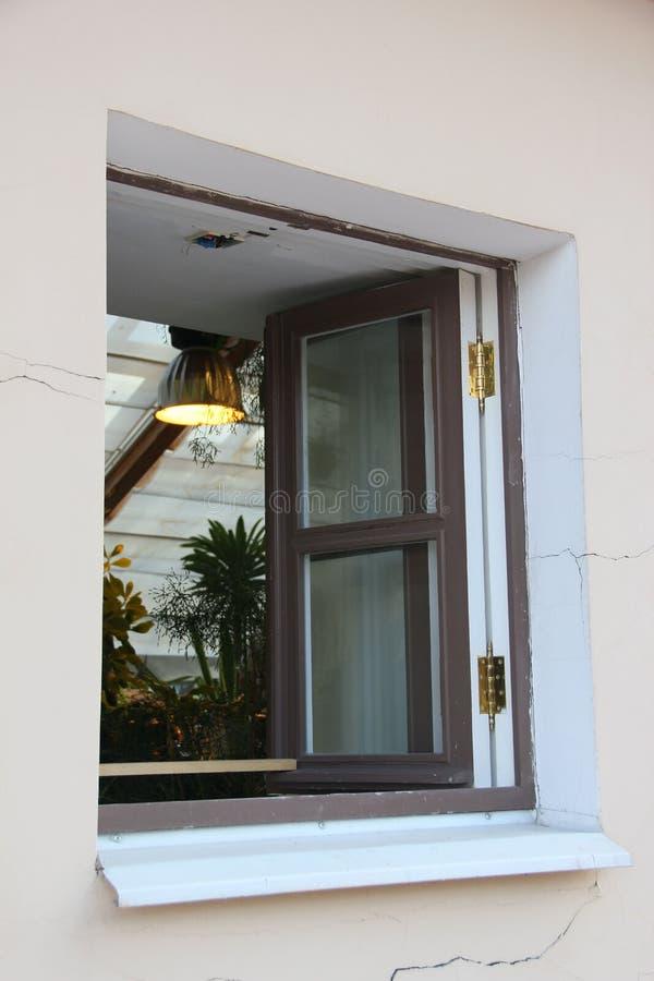 Fenster im Gewächshaus lizenzfreie stockfotografie