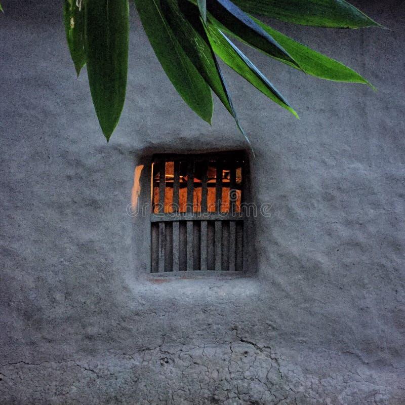 Fenster im Schlammhaus sujanmap stockfoto