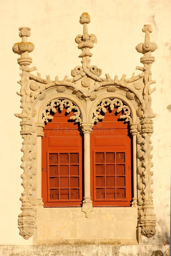 Fenster in Manueline-Art. Nationaler Palast. Sintra. Portugal lizenzfreie stockbilder