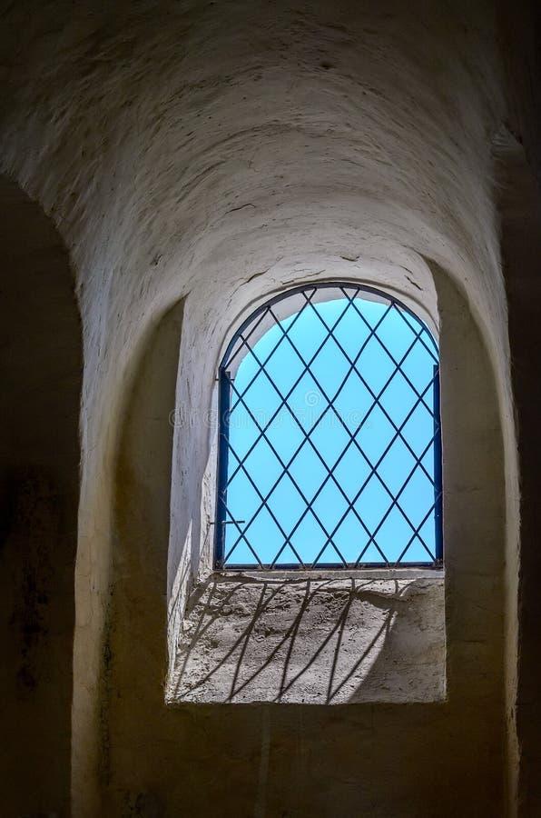 Fenster mit einem Gitter stockbild