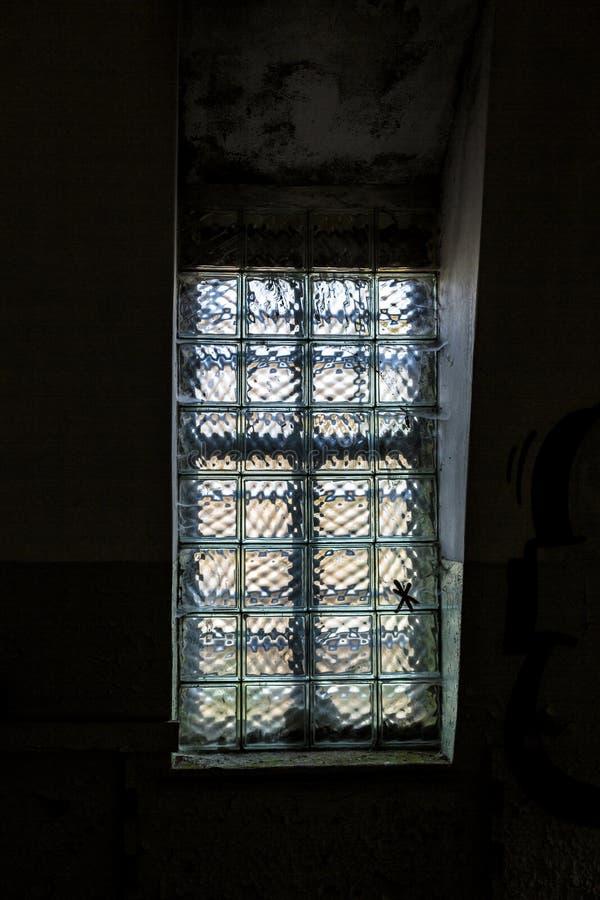 Fenster Aus Glasbausteinen fenster mit glasbausteinen stockbild bild gebäude 39899029
