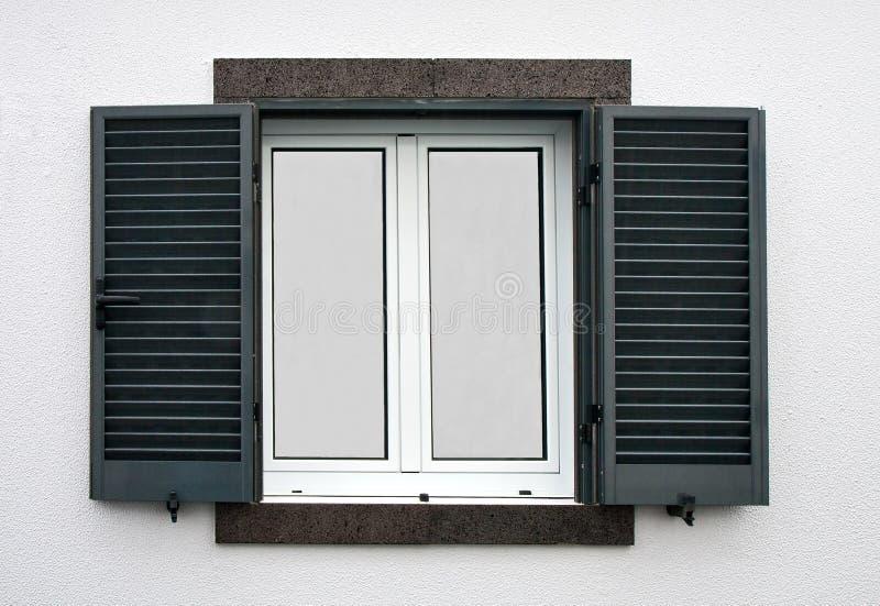 fenster mit offenen fensterl den lizenzfreie stockbilder bild 29012169. Black Bedroom Furniture Sets. Home Design Ideas