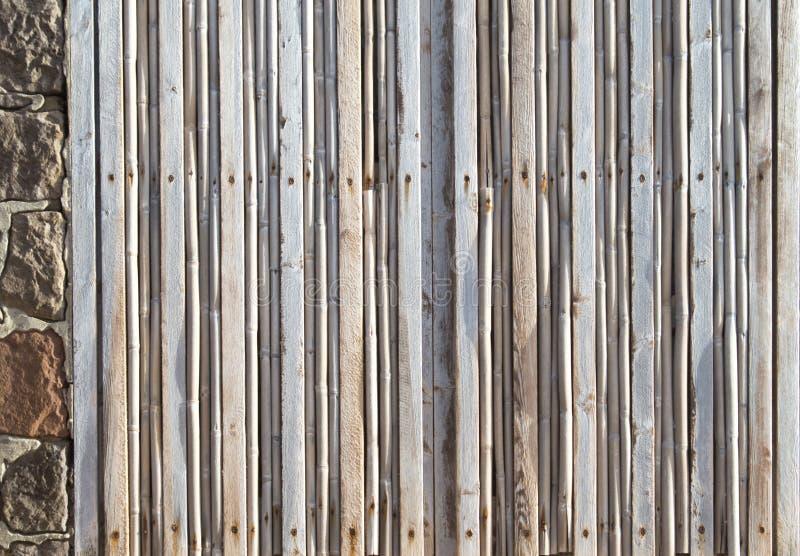 Fenster schloss durch viele dünnen Planken des Holzes verbraucht durch das Salz lizenzfreie stockbilder