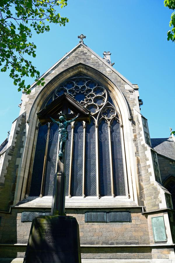 Fenster St. Pauls Church und Kruzifix, Burton nach Trent lizenzfreie stockbilder