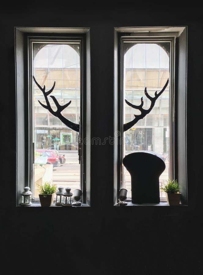 Fenster- und Hornschattenbild stockbilder