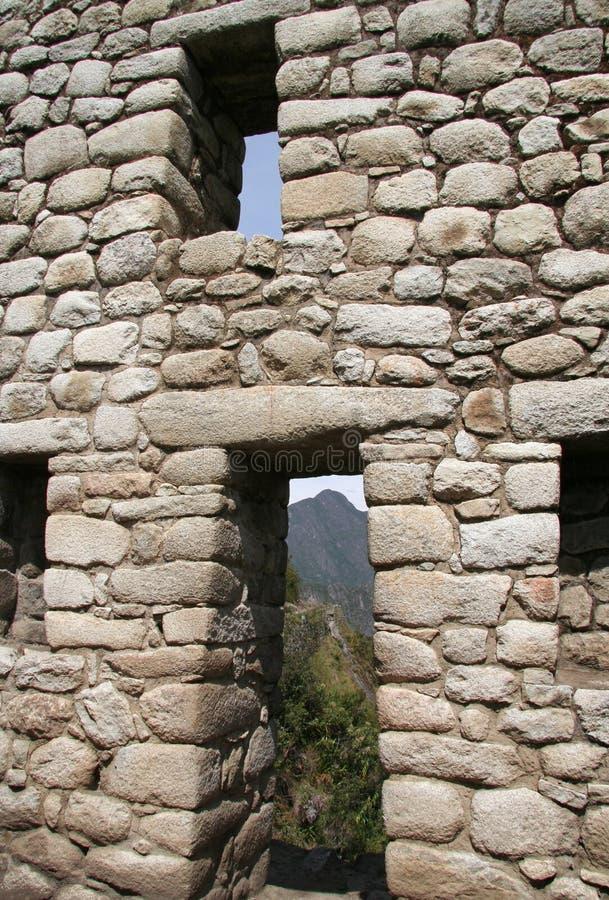 Fenster und Tür im Machu-Picchu Gebäude stockbilder