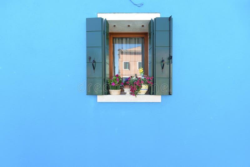 Fenster und Wand stockfotografie