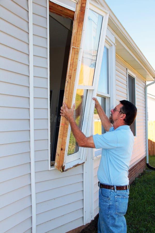 Fenster-Wiedereinbau lizenzfreies stockbild