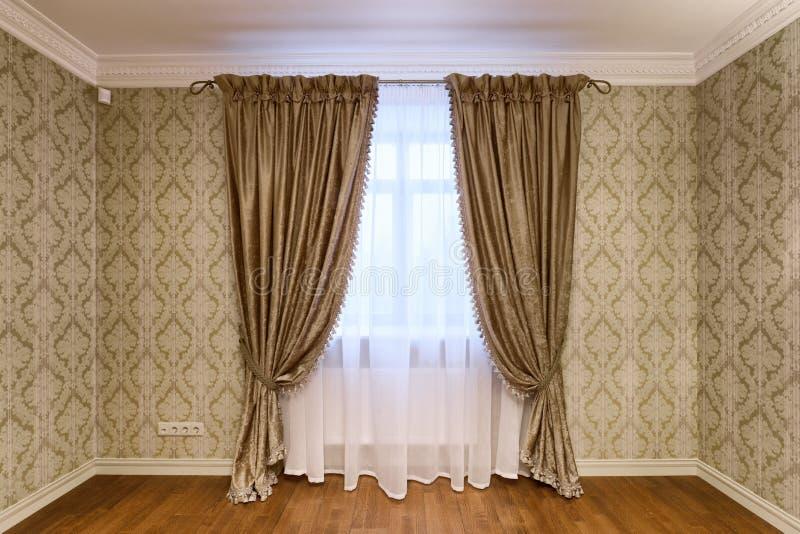 Fensterdekorationsvorhänge stockfotos