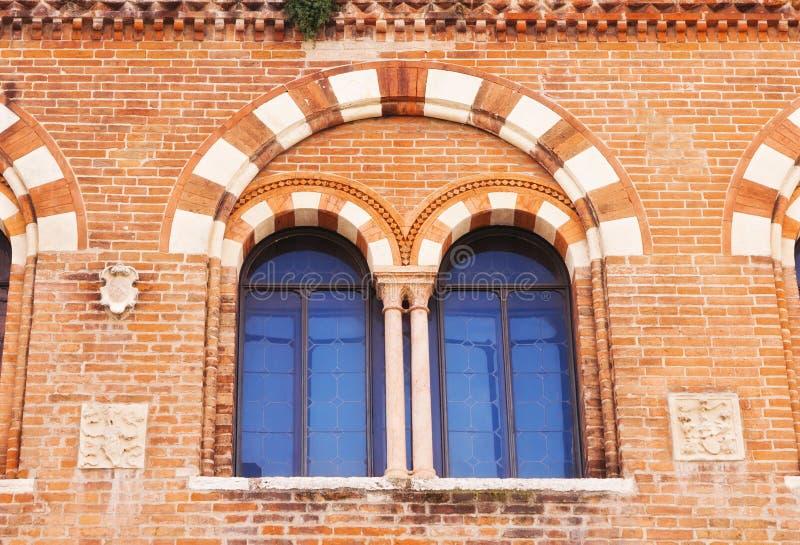 Fensterdetails des Hauses der Kaufleute, Verona lizenzfreie stockfotografie