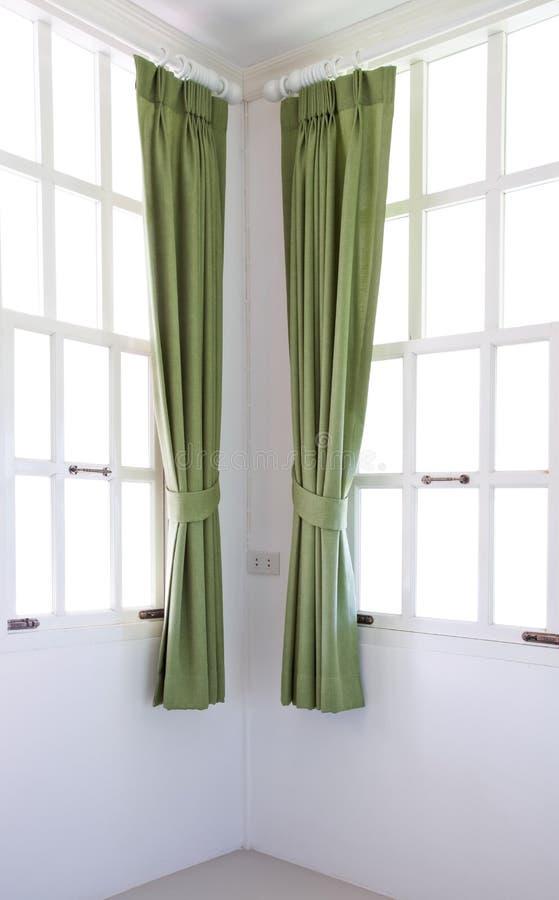 Fensterfeld und -trennvorhang lizenzfreie stockfotos