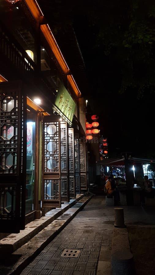 Fensterläden in Laomendongs Straßen stockfotografie