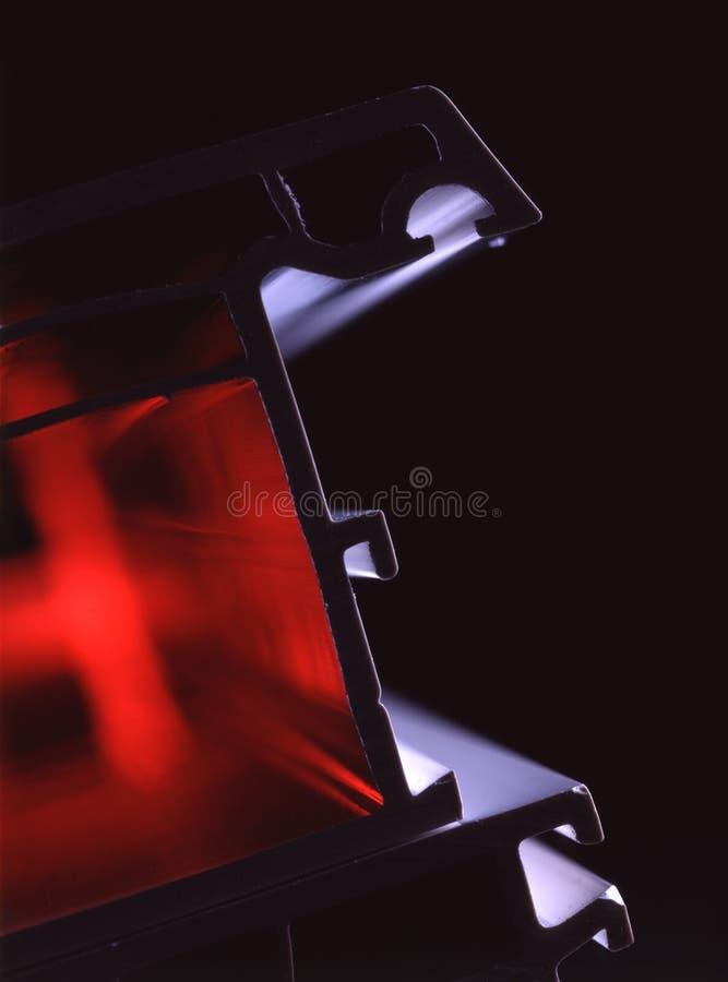 Fensterprofil mit roter Ablichtung stockfotos