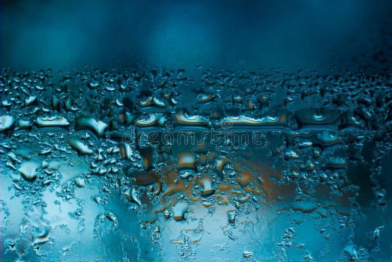 Fensterwasserblauer Kondensathintergrund lizenzfreie stockbilder