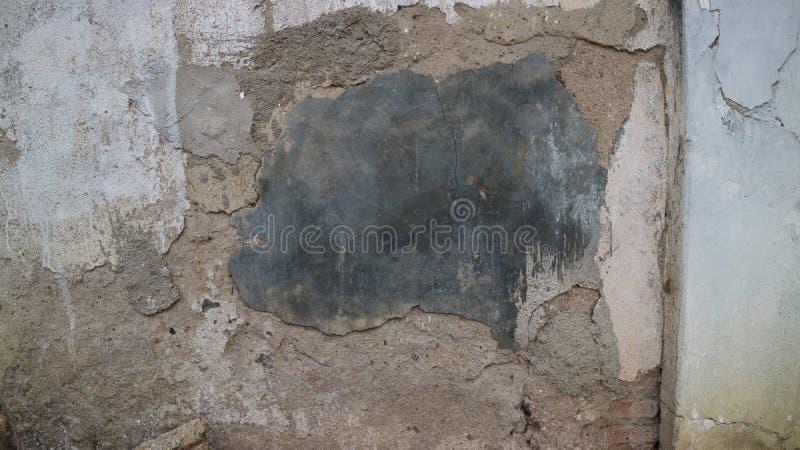 Fente sur la vieille maison de mur photo libre de droits