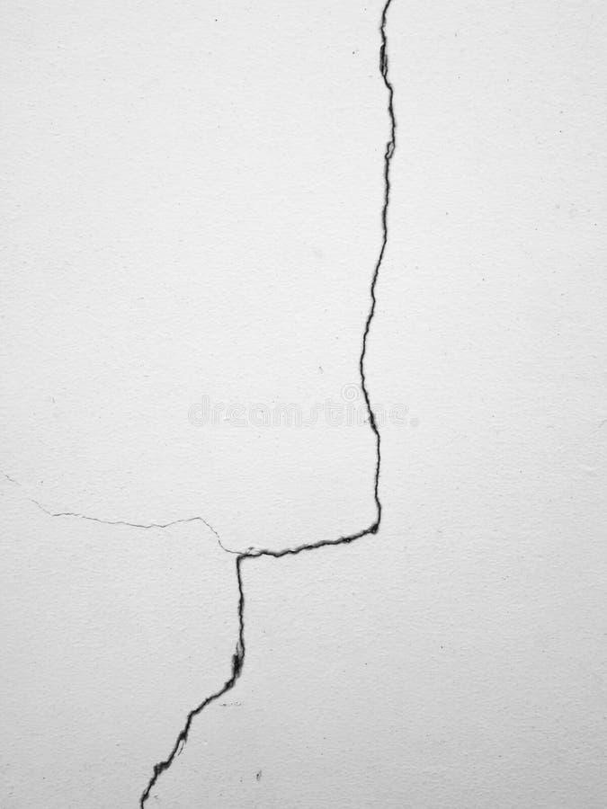 Fente sur le fond blanc de mur photos libres de droits